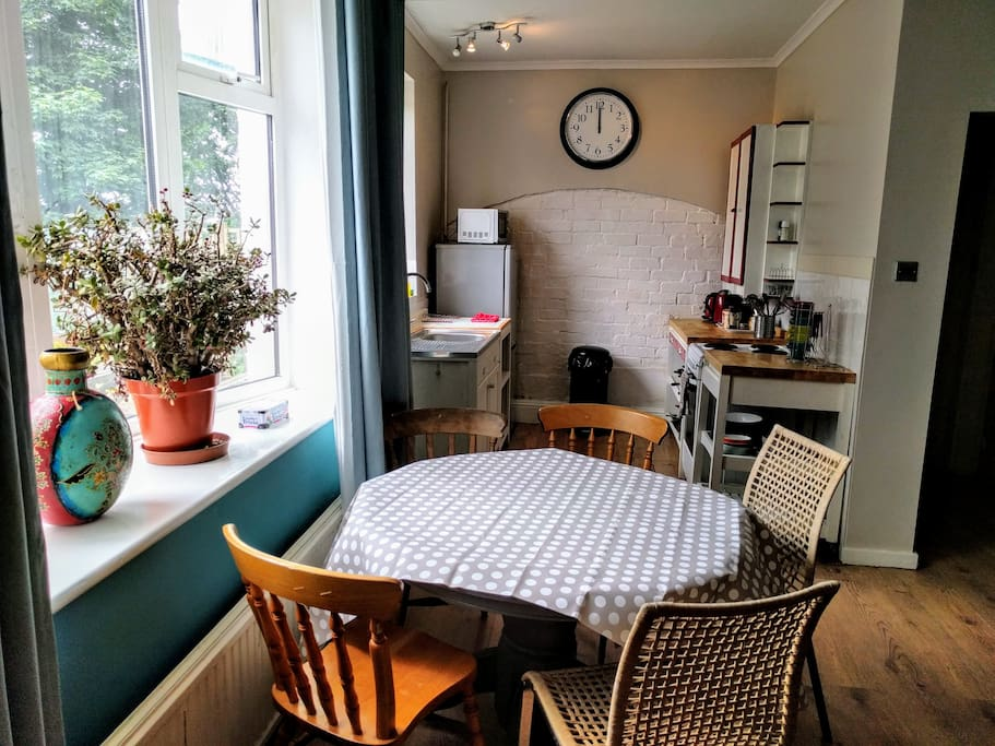 Spacious dining area and kitchen