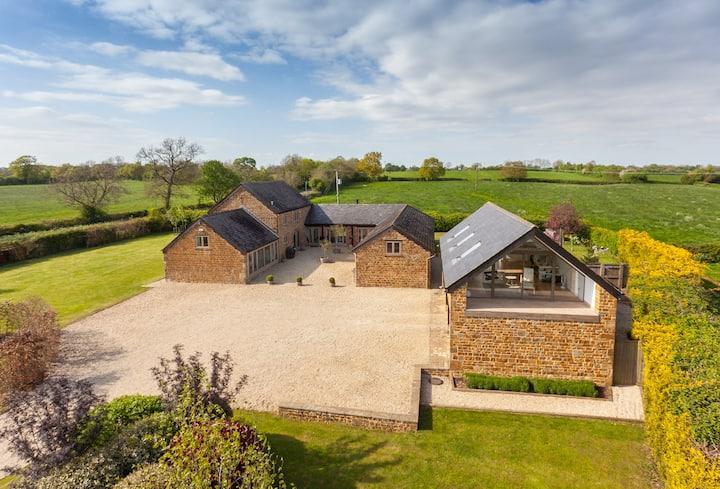 Stunning edge of village 5 bedroom Cotswold home