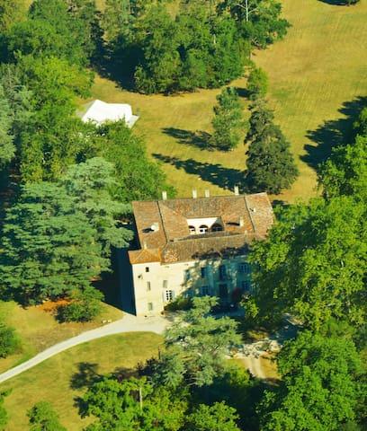 beau gîte de 100m2 dans le parc d'un château - Lempaut - House