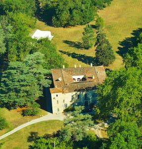 beau gîte de 100m2 dans le parc d'un château - Lempaut - Ház