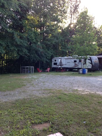 Coosa Hiker Hostel - Rockford - Camper/RV