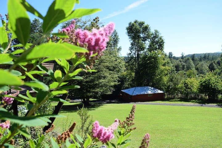 Amplias y confortables cabañas, hermosos jardines