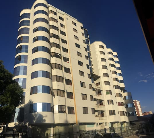 Dpto amoblado, independiente muy bien ubicado - Cochabamba - Wohnung