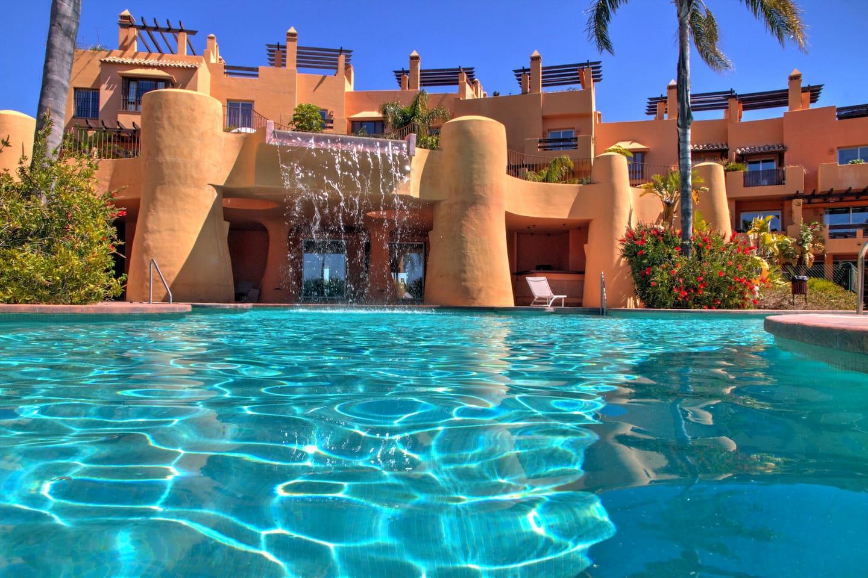 Mijas Costa holiday townhouse with sea views, pool, Rivera del sol
