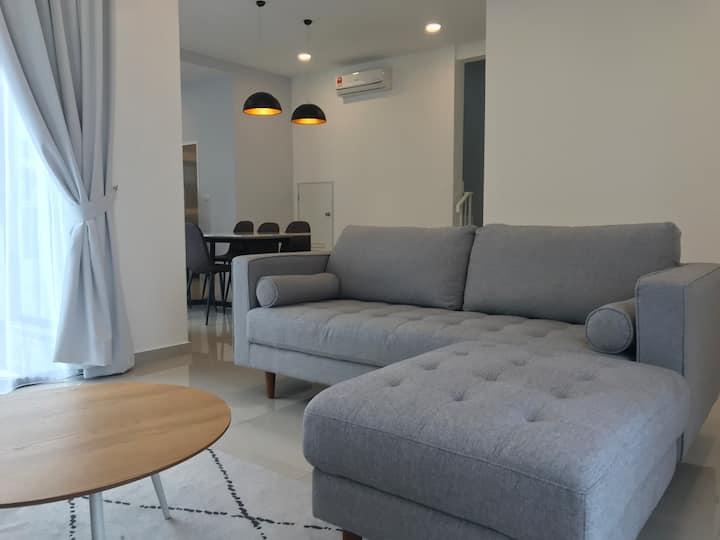 Summer Suites @ Eco Grandeur Puncak Alam