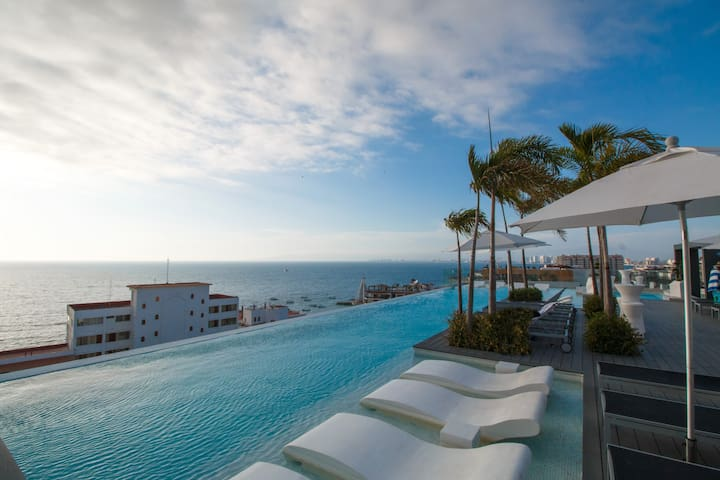D'Terrace Luxury 1 Bedroom Condo