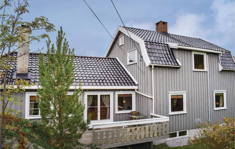 Holiday cottage with 3 bedrooms on 230m² in Tvedestrand