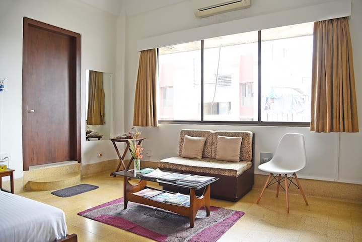 A+ location, great views, WiFi+AC! - Kolkata - Apartamento
