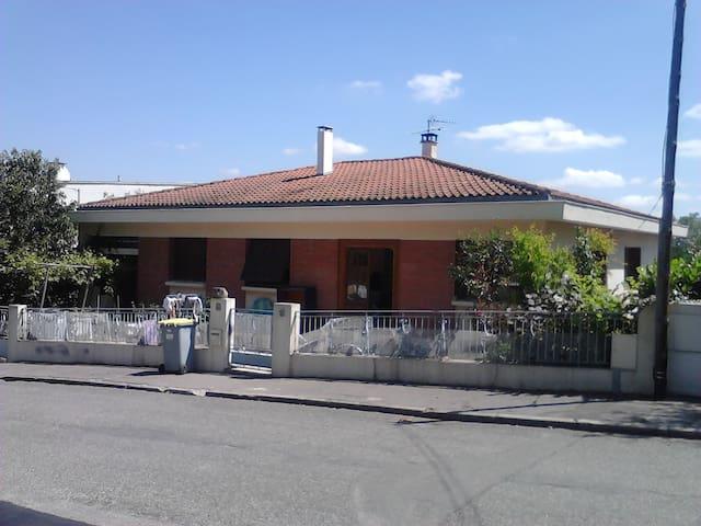 Chambre dans maison calme proche de Toulouse - Ramonville-Saint-Agne - House