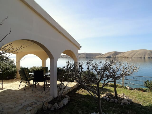 SUMMER RESIDENCE DIRECTLY AT THE SEA - Pag - Casa