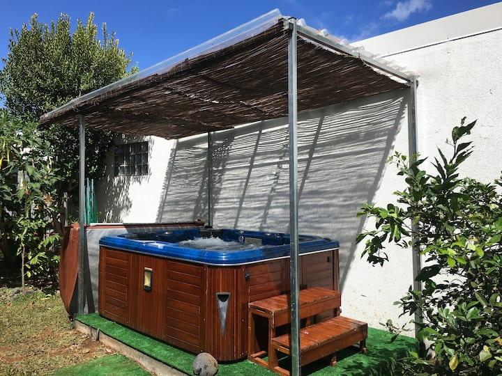 Logement indépendant avec parking/jacuzzi/jardin