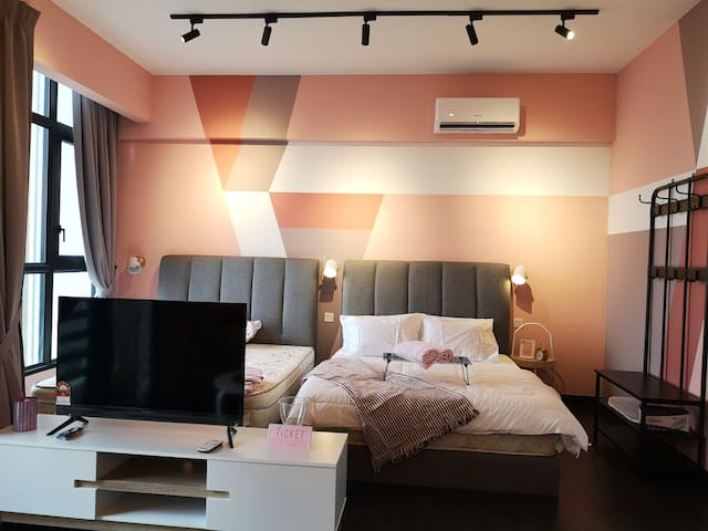 Absolute PINK Suite 1-6 Pax@ Lakeside KL 黑粉系民宿