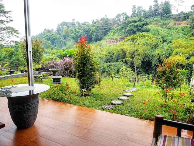 WILTSHIRE @ DAGO PAKAR • Affordable hillside villa