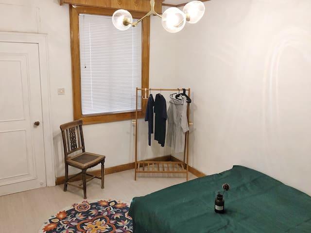 可中长租 | 《夏梦》--苏博旁5分钟,近拙政园、狮子林、平江路、观前街等景点带阳台的舒适大床房