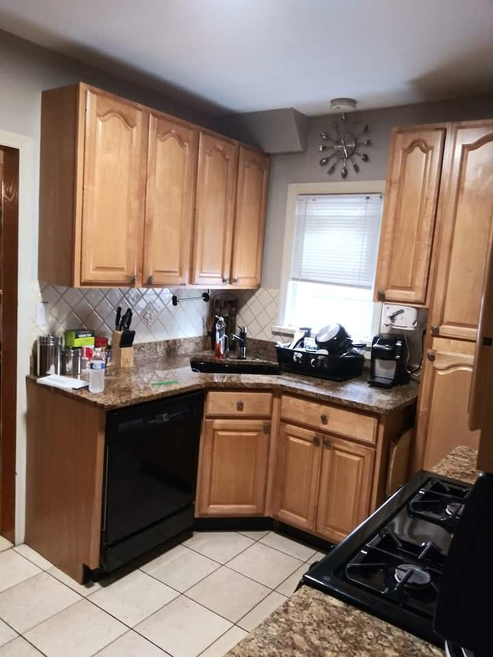 10 min from JFK 2 bedroom with bathroom