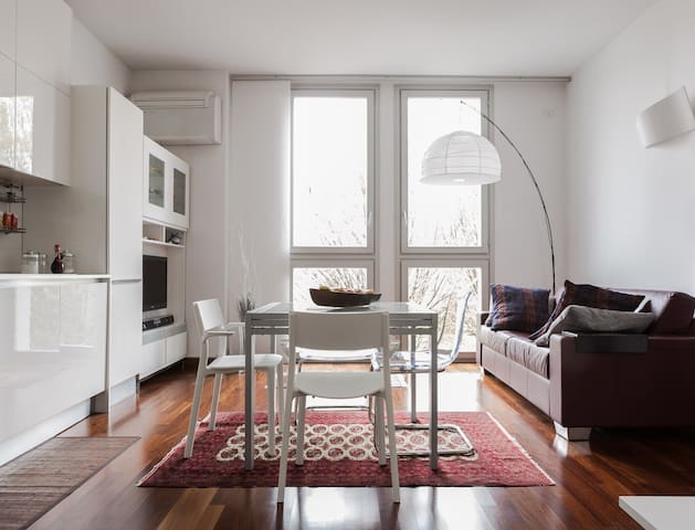 Davide's place - Bright room in charming location