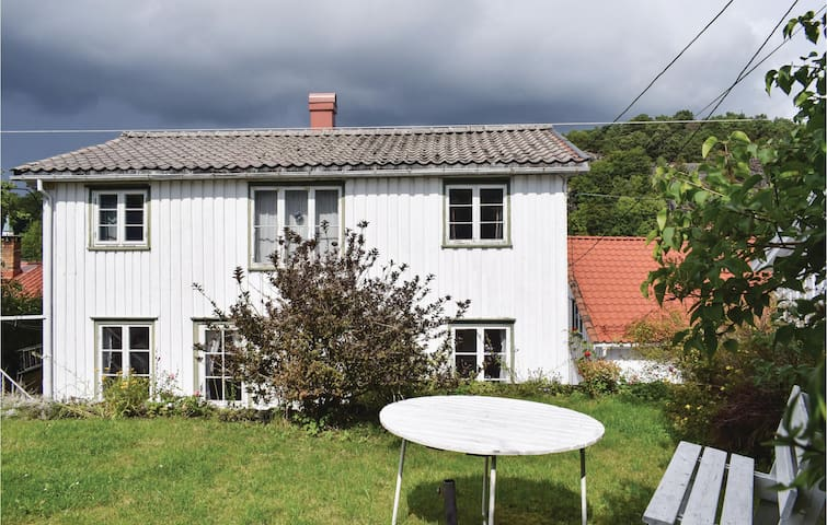 Holiday cottage with 4 bedrooms on 125m² in Risør