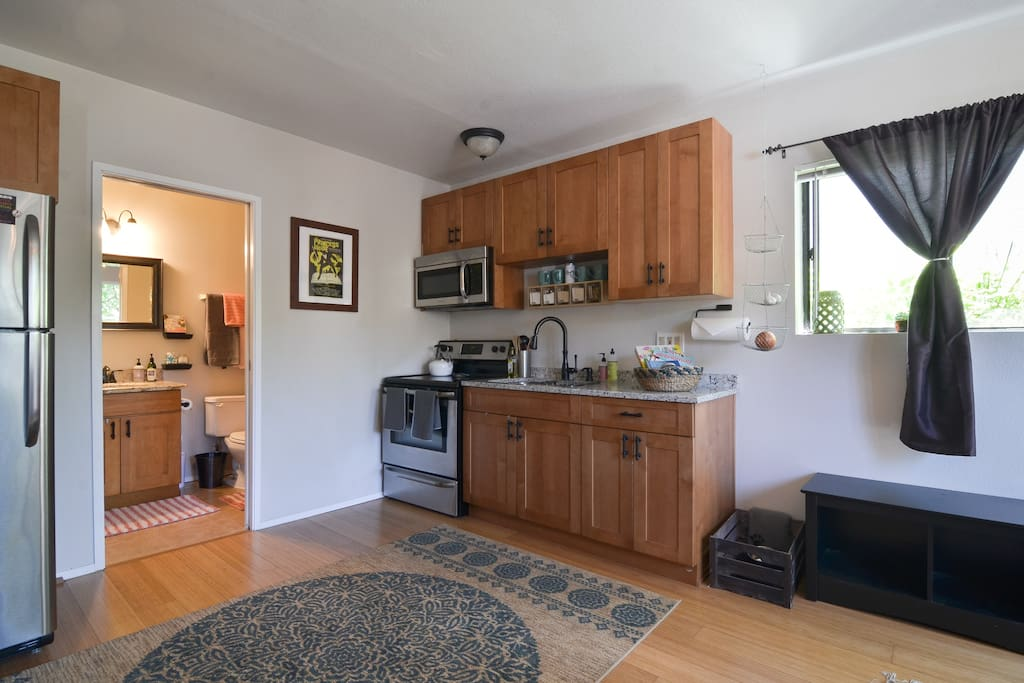 The kitchen has stainless steel appliances, granite countertops, a double sink, and full refrigerator and freezer