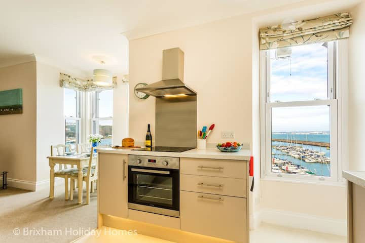 Stepaside Apartments - Poppin - luxury 2 bed apartment with magnificent sea views