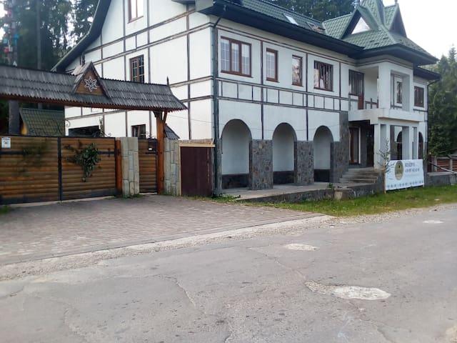 Galushko hotel. Апартаменты на 20 гостей
