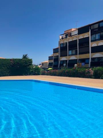 La plus grande piscine du camp naturiste  .. un espace de tranquilité privatif.