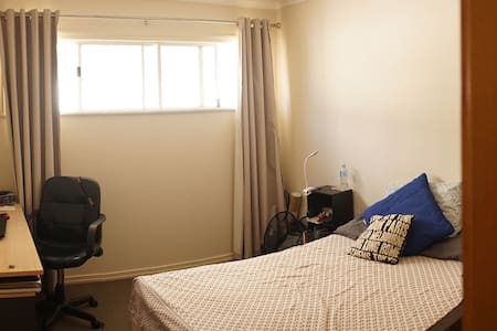 Bedroom in Brisbane city - Lutwyche