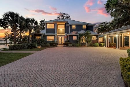 Spectacular Waterfront Home in Winter Haven