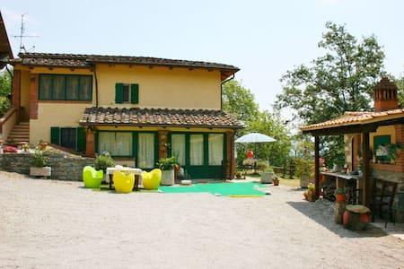 La Rogaia, sleeps 9 guests in Malpertuso - Civitella in Val di Chiana