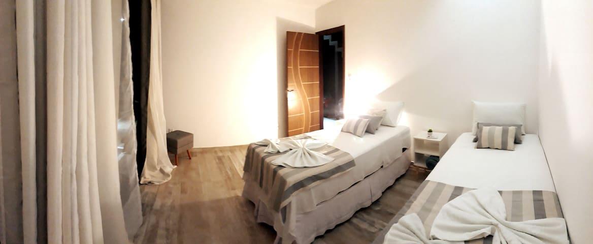 Quarto de baixo,  2 camas box com colchões de primeira linha...