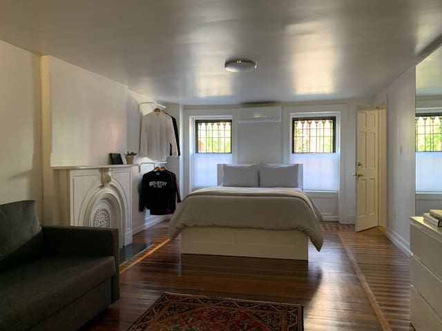 Minimalist Studio in cool Bed-Stuy, Brooklyn