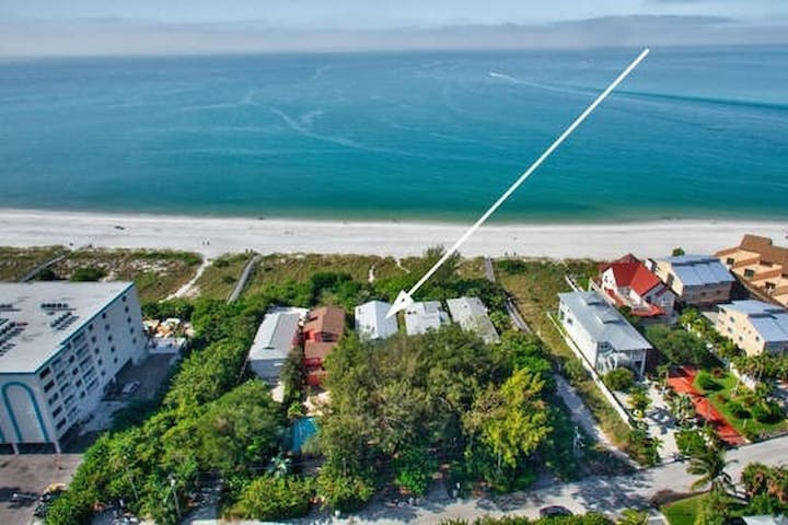 PRIVATE  BEACH OPEN* beachfront home*POOL*SPA*PETS