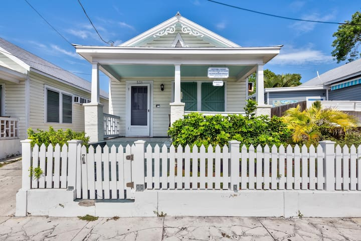 Dog-friendly cottage w/ private hot tub & garden - great downtown ...