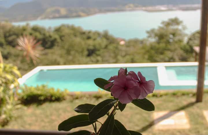 Lindo chalé com vista espetacular em Ilhabela