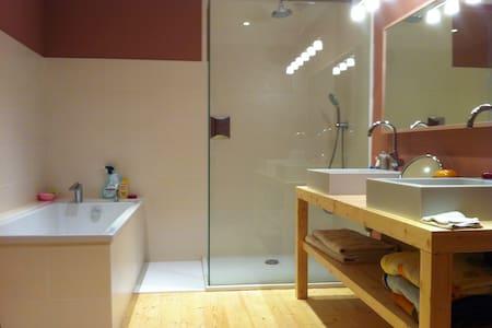 Belle chambre confortable - Ounans - Gästhus