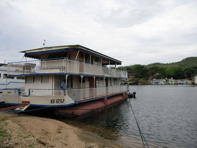 Free State Houseboat