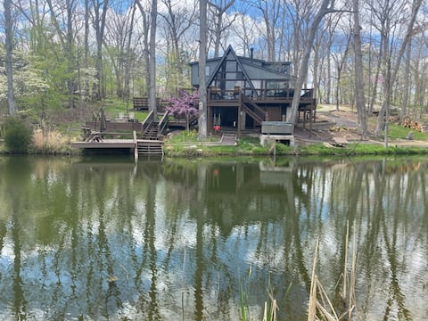 Innsbrook Chalet on Private Lake