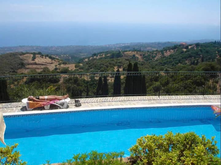 Holidays flat with pool for gazing amazing sunsets