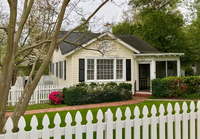 Charming Masters 4BR, 2.6 mi to gate!