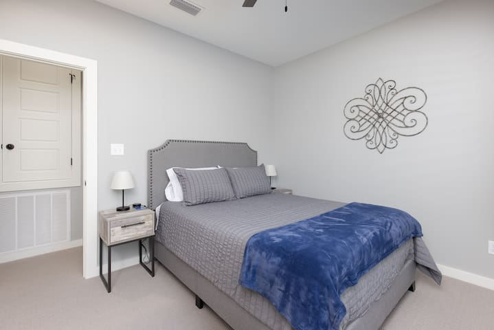 3rd Bedroom with Queen Bed.
