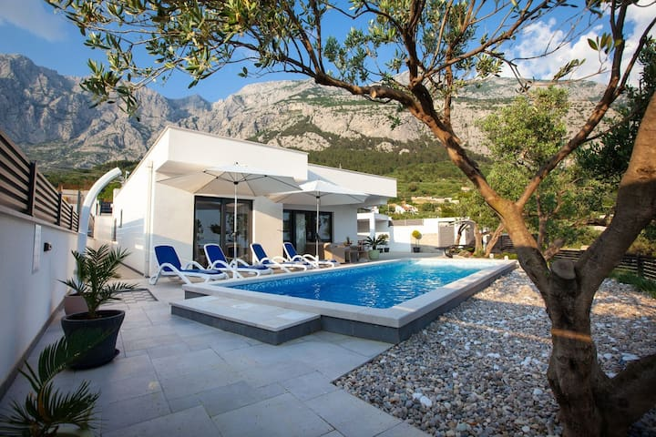ctma210/ This villa with private heated pool is the ideal choice for a relaxing family holiday, 4 + 1 persons