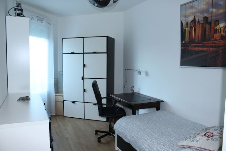 Chambre dans appartement de 85 m2 - Noisy le Grand - Apartment