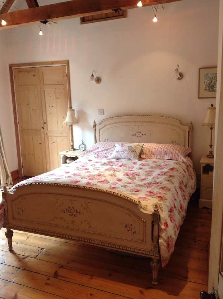 2 Bedroom. Beautiful converted stables. Sleeps 4.