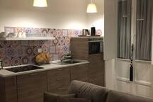 Soggiorno living con parete cucina
