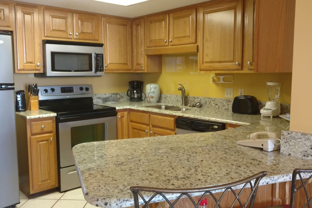 Kitchen w/new appliances and granite countertops
