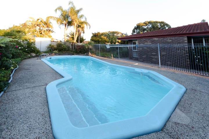 Cosy Lodge Leeming with a pool in central location