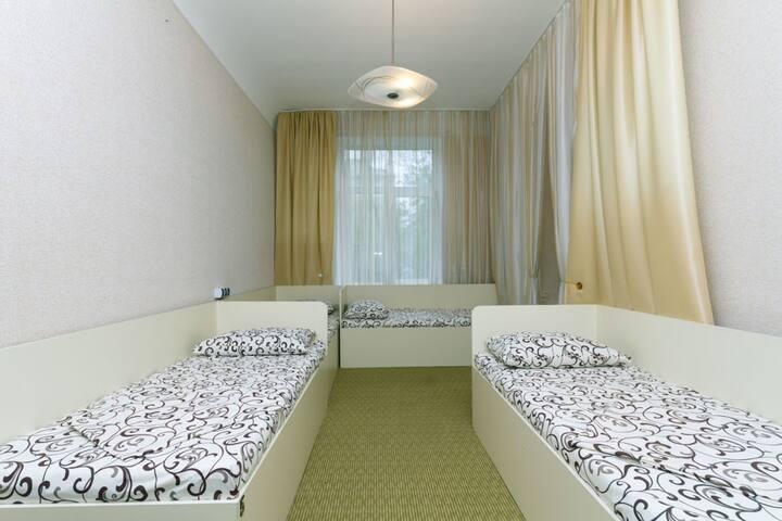 Хостел 4DA (кровать в мужском номере 1) - Kyiv - Bed & Breakfast