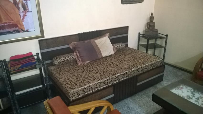 NEW DELHI FAMILY ACCOMMODATION @ Malviya Nagar - New Delhi - Apartment