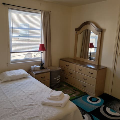 Comfy room with convenient location (malls & lake)