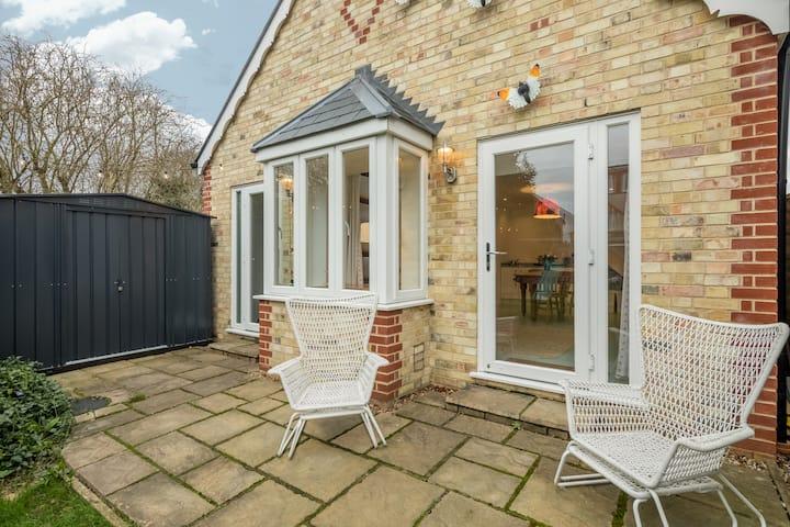 Boutique Garden Guest Cottage Cambridge CB4 2AW UK