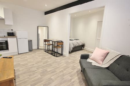 Bournemouth Triangle Studio with Wifi & Netflix